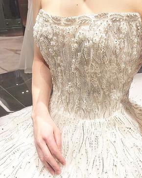 輝きを纏いながら・・・INES DI SANTO の新作ドレスで叶えるチャペルウエディング ( THE GRAND HOUSE鹿児島店)