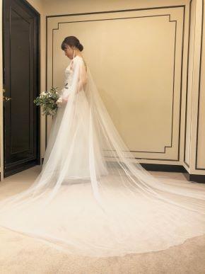 ゲストの方を近くに感じ語り合う、最愛のひとときを演出するドレス  -MARCHESA(マルケーザ)-