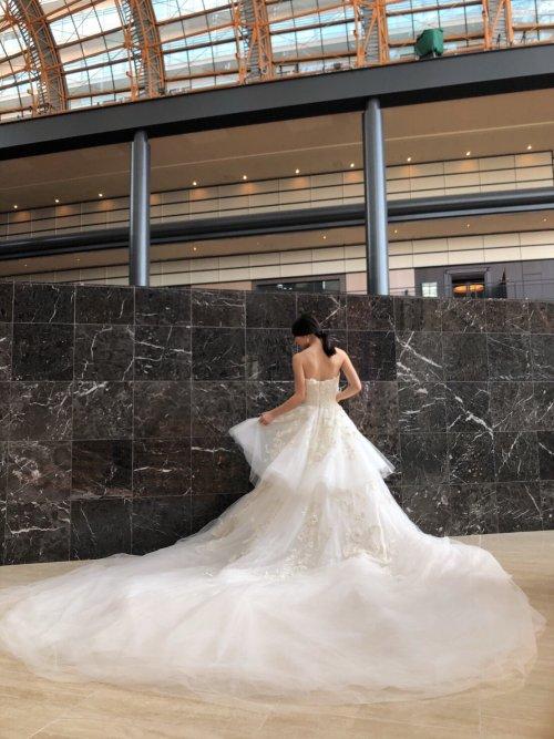 贅沢な輝きを放つゴージャスで美しいドレス MARCHESA(マルケーザ)