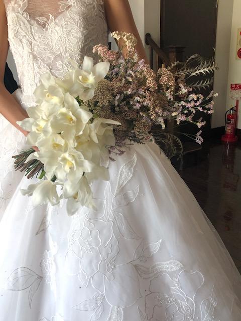 200年の歴史を持つステンドグラスと共に ST.MARGARET WEDDING×JUNOドレスショー