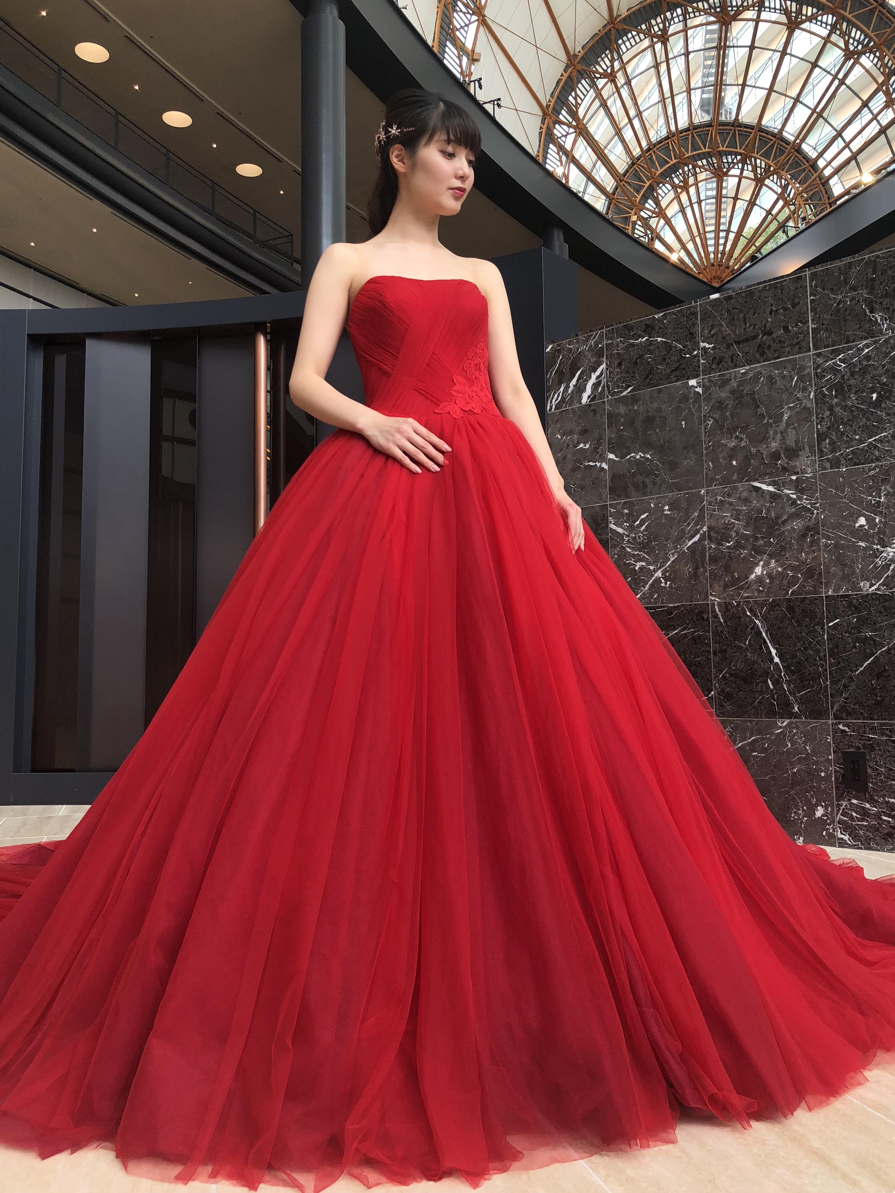 ドラマティックでゴージャスなカラードレスで気品あふれる花嫁様に【JUNOシーホーク店】