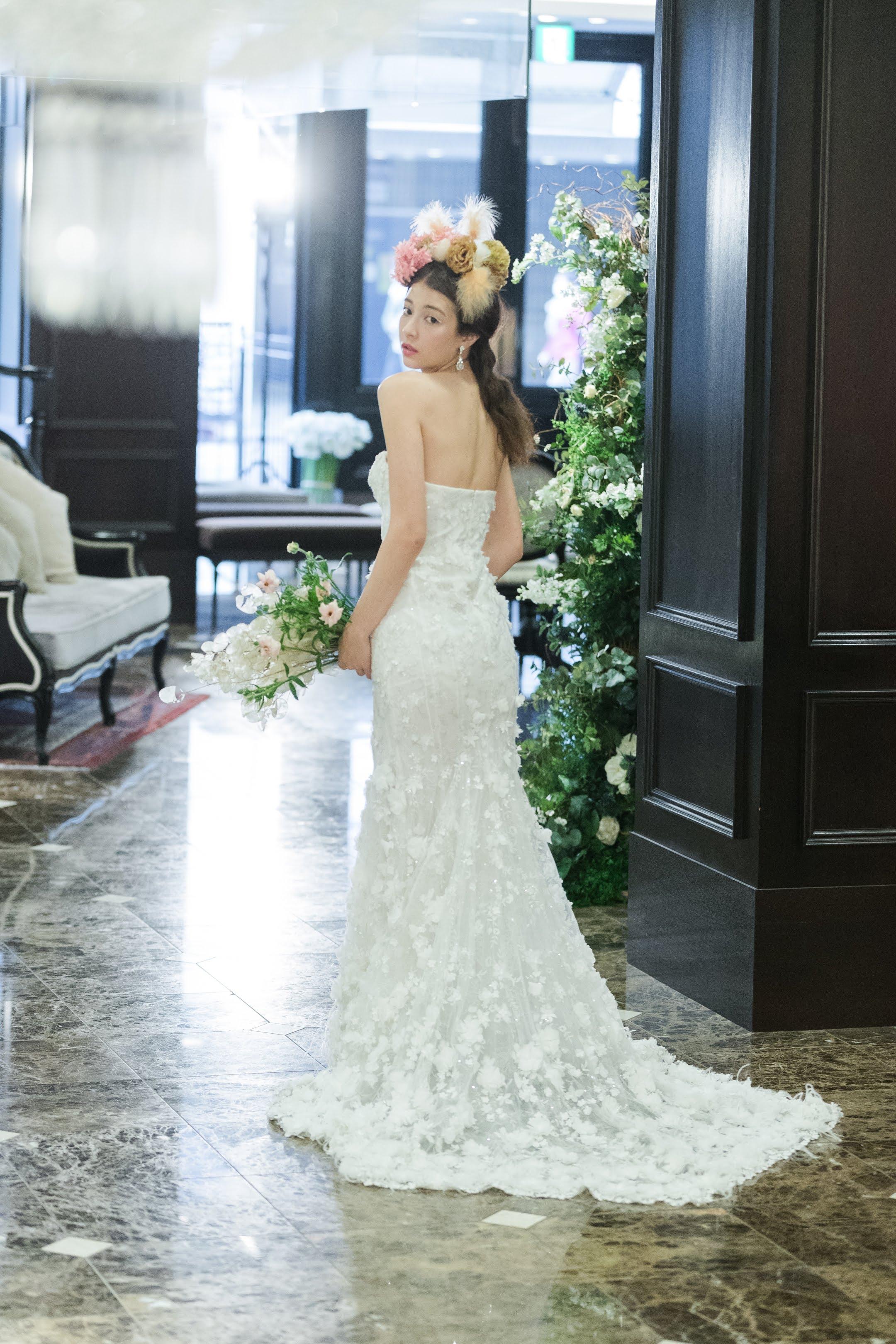 MARCHESA(マルケーザ)のウエディングドレスで叶えるロマンティックなブライズスタイル