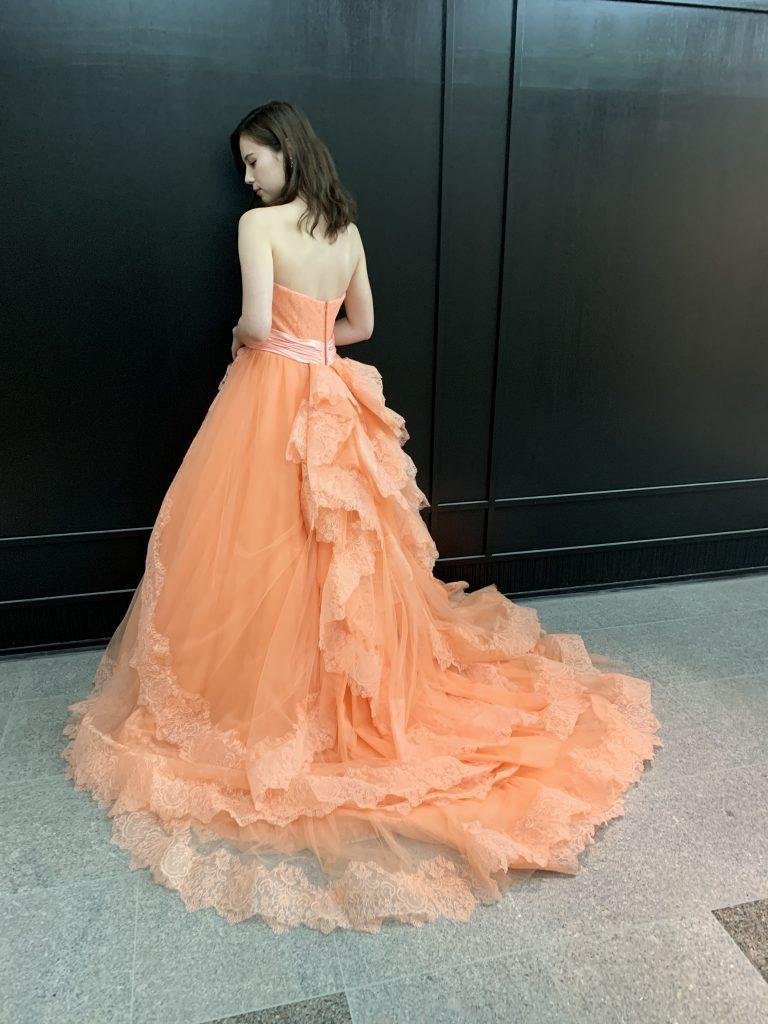 JUNOオリジナルカラードレスで、上品エレガントなパーティを
