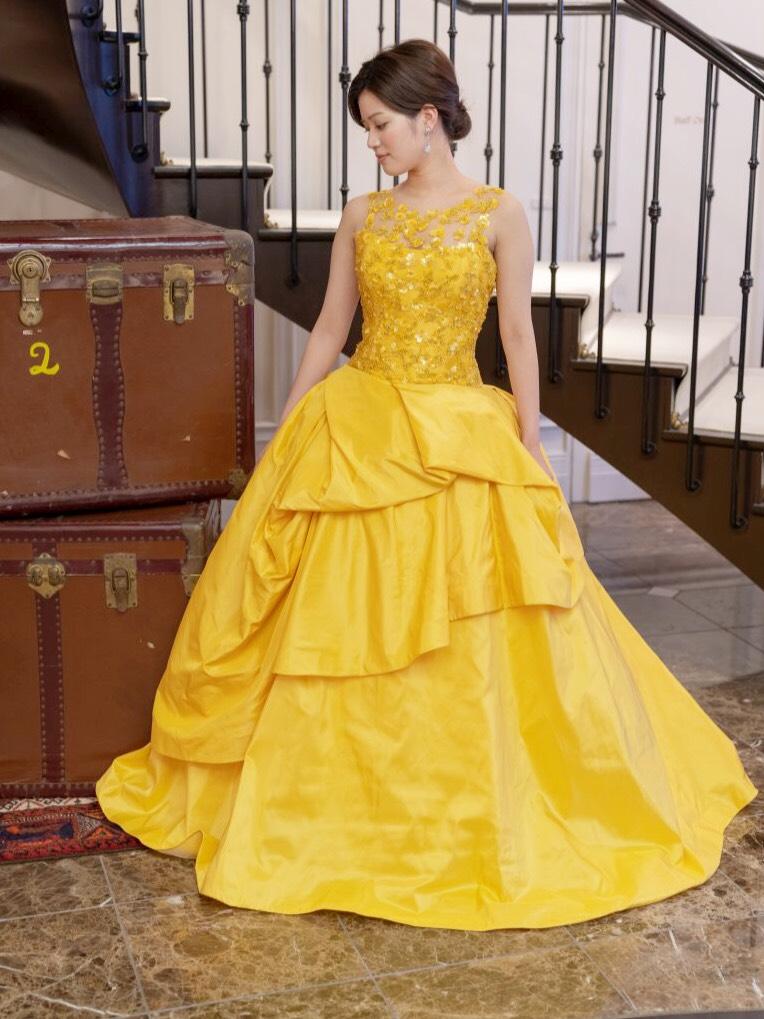 KENNETH POOLのカラードレスで、 特別感溢れる一日を。