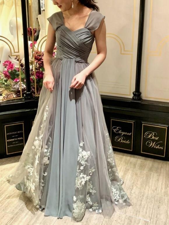 大切な結婚式はエレガントなドレスで