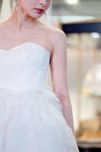 Antonio Rivaのナチュラル・エレガントなウエディングドレス