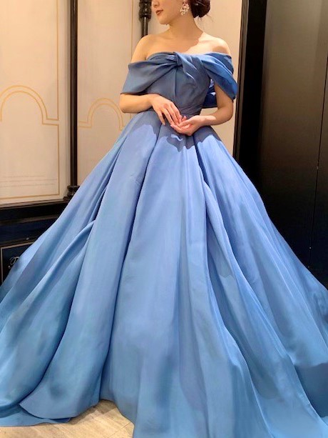 ANTONIO RIVAの新作カラードレスでエレガントなウエディングパーティを
