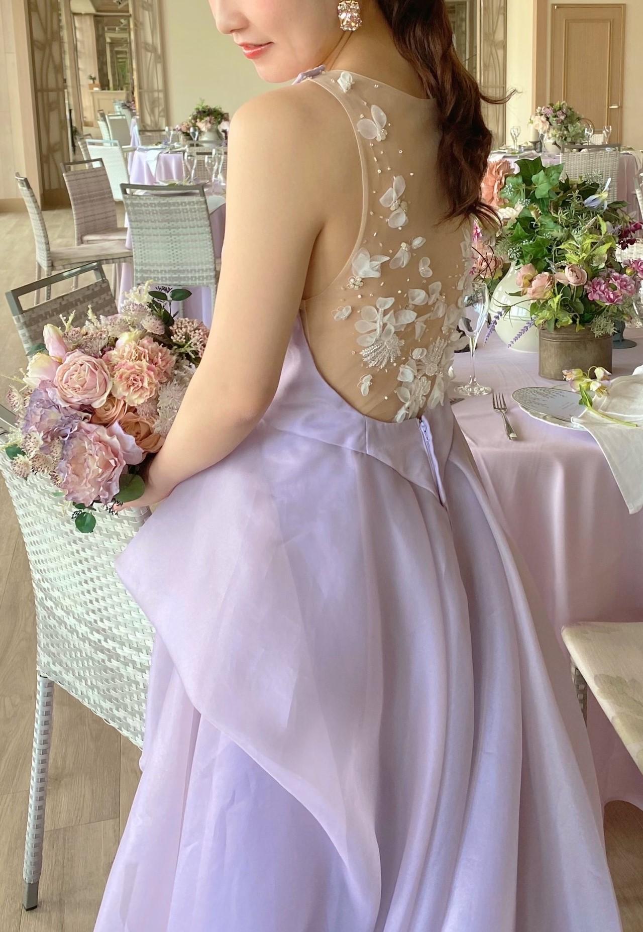 ラベンダーのカラードレスで大人フェミニンな花嫁様へ
