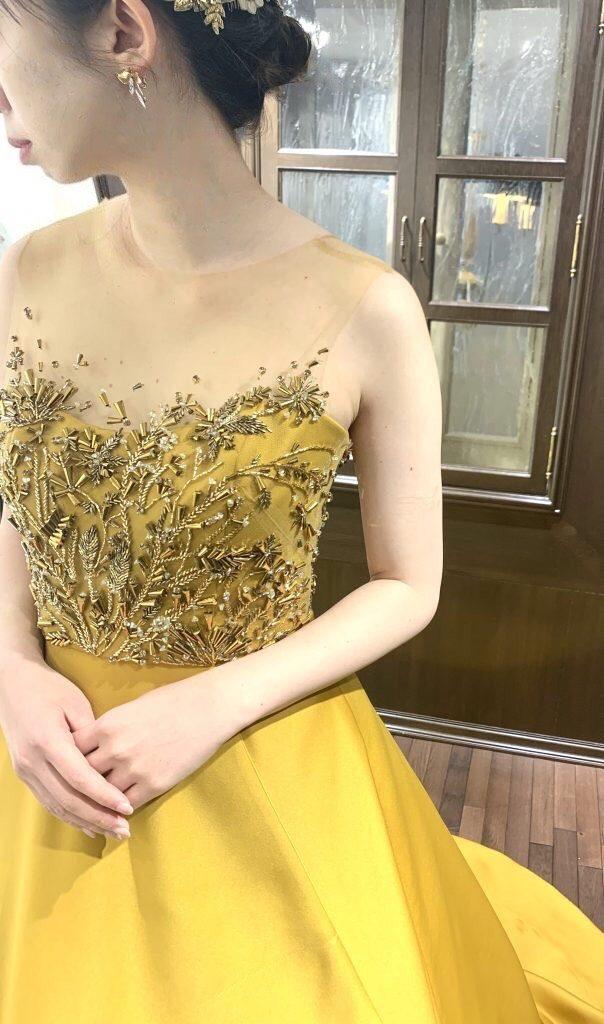 秋冬のウエディングにおすすめ~KENNETH POOLのロンドンゴールドのカラードレスのご紹介~