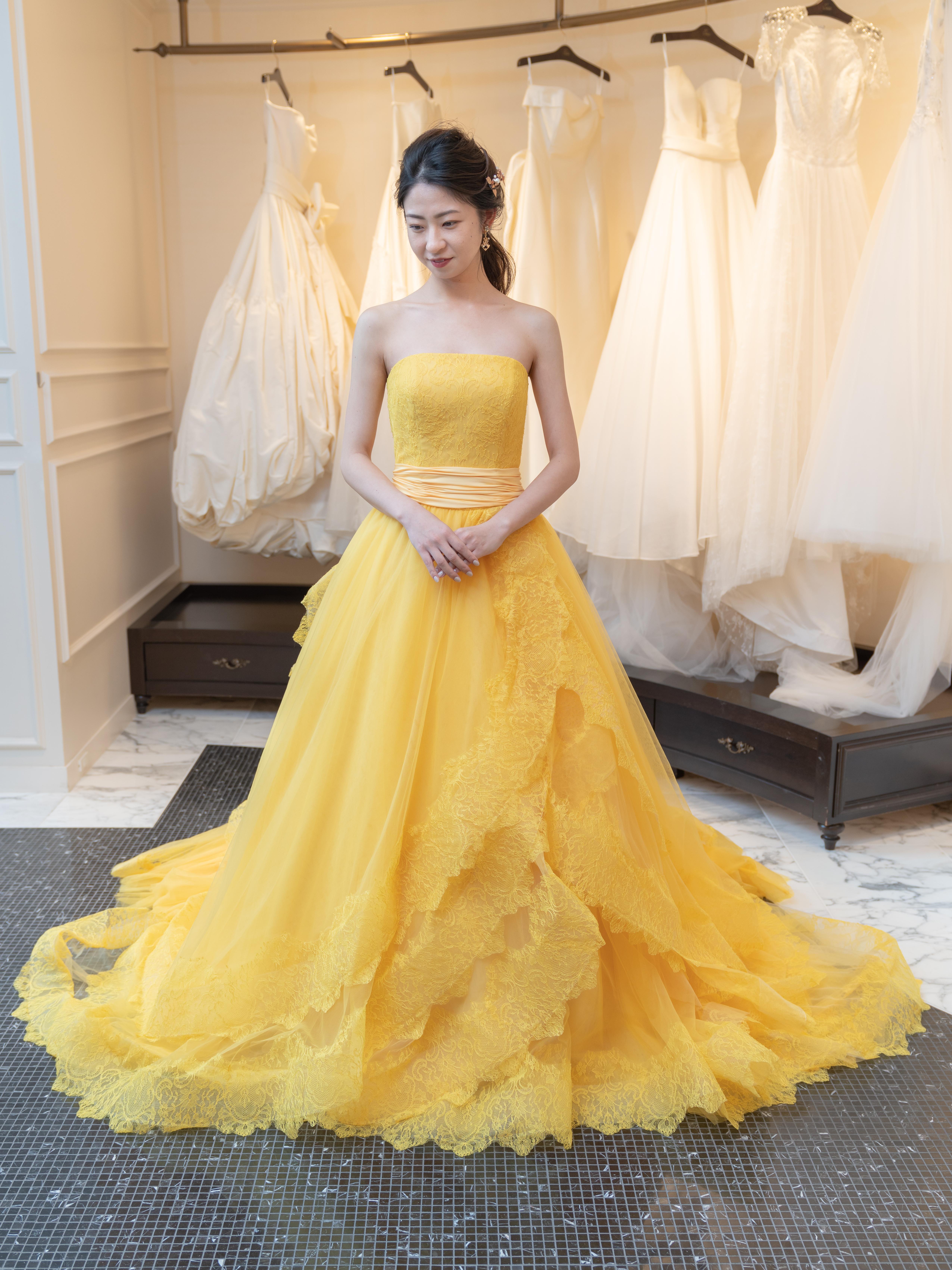 ミモザカラーのオリジナルドレスで自然体なブライズスタイルを