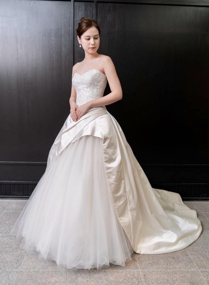 KENNETH POOL(ケネスプール)のドレスで叶える シックでエレガントなブライズスタイル
