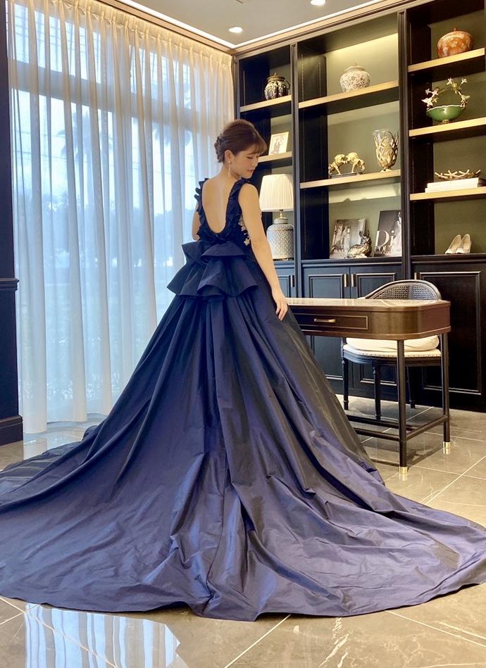 JUNOオリジナルカラードレスで叶える 上品で洗練されたブライズスタイル