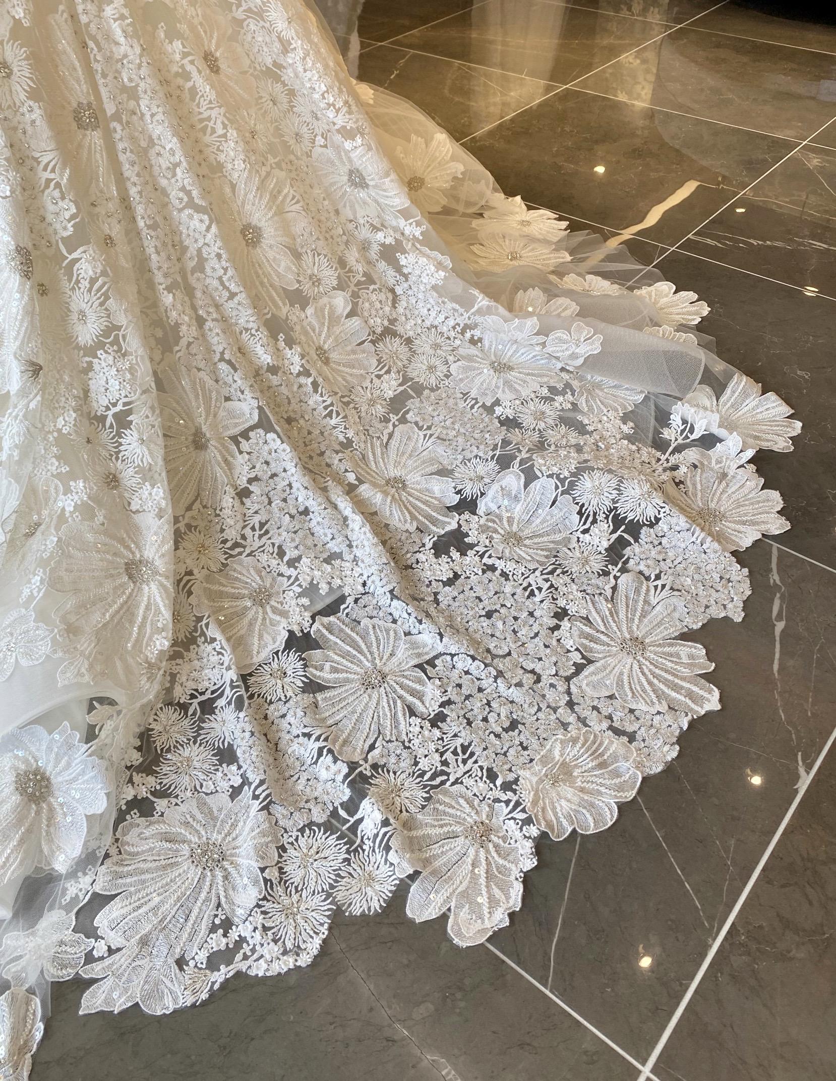 宝石のように美しいISABELLE ARMSTRONG(イザベルアームストロング)のウェディングドレス