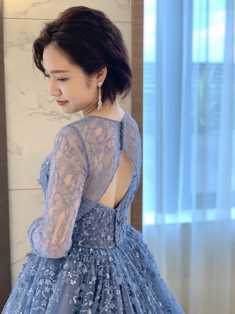 繊細なレースのロングスリーブが魅力的なKENNETH POOLの新作カラードレス