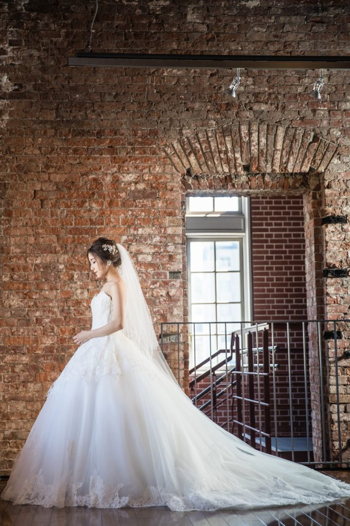 INES DI SANTO(イネス ディ サント)のボールガウンでロマンティックな花嫁姿に