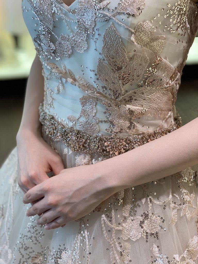 スパンコールが煌めくKENNETH POOL(ケネスプール)のカラードレス