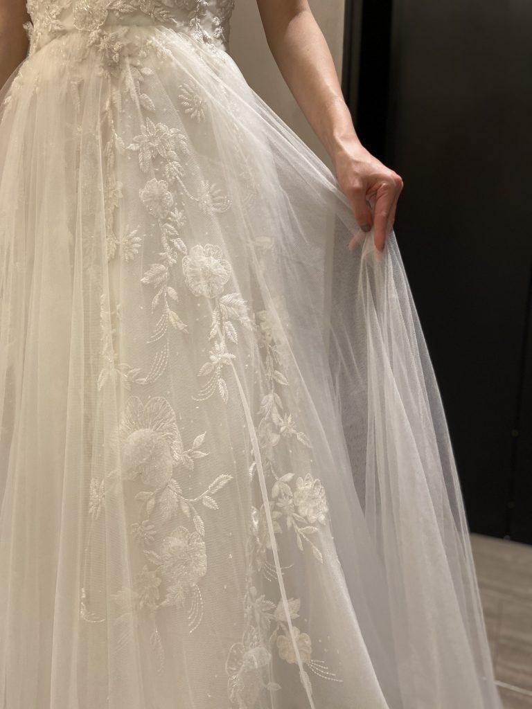 Marchesaの新作ウエディングドレスで叶えるナチュラルウエディング